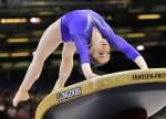 Алия Мустафина выполняет опорный прыжок