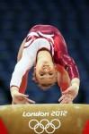 Мария Пасека исполняет опорный прыжок