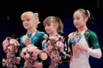 Виктория Комова - золотая медалистка чемпионата мира в упражнениях на упражнениях на брусьях