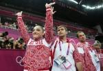 Алия Мустафина поднялась на первое место после выполнения упражнений на разновысоких брусьях